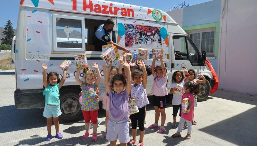 Değirmenlik Belediyesi,  çocuklara hediye dağıttı.